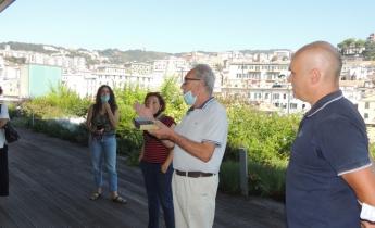 la nostra presenza alla visita alla copertura a verde del museo del mare di Genova, organizzata da AIAPP. Il geom Berci illustra la tecnologia utilizzata per la realizzazione della copertura a verde